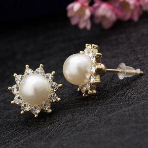Jewelry - Pretty Flower Pearl Crystal Rhinestone Studs